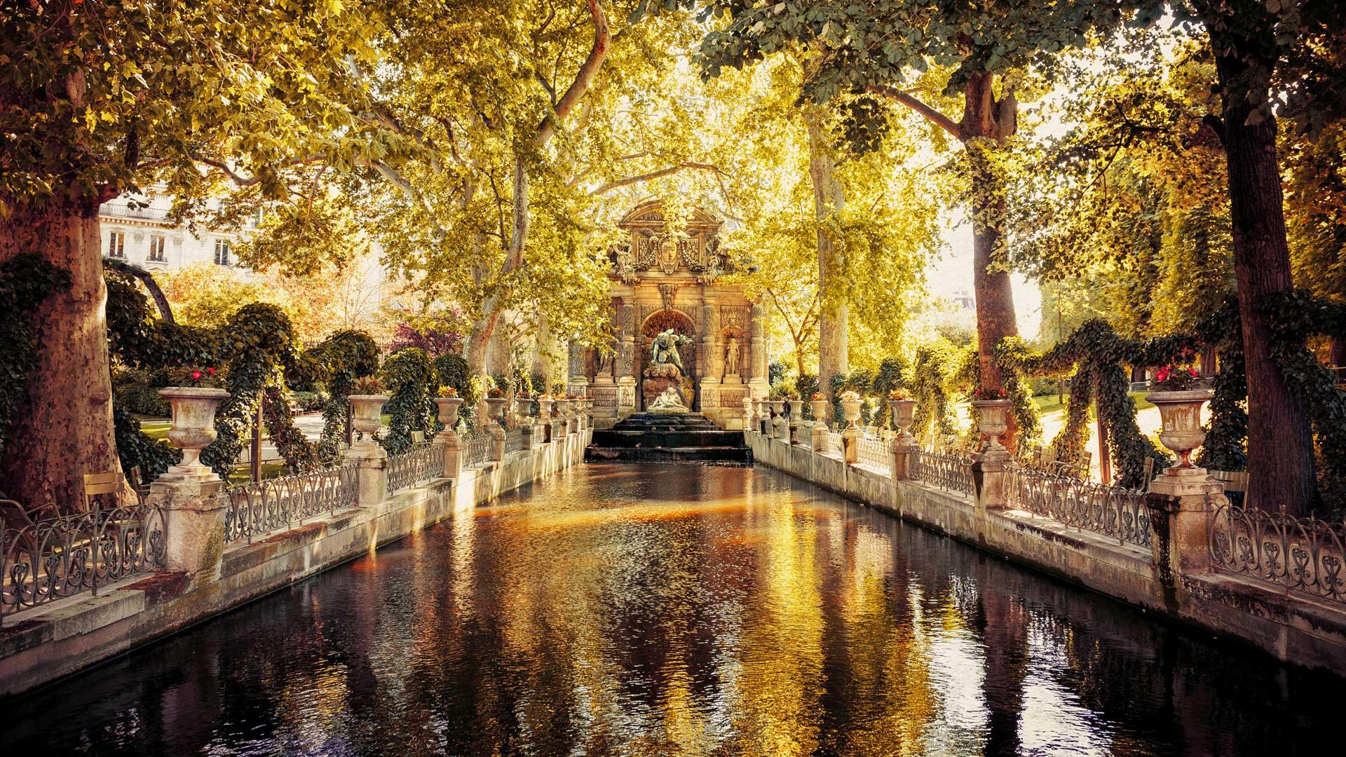 Paris'in Parklarında Bir Güz Yaprağı