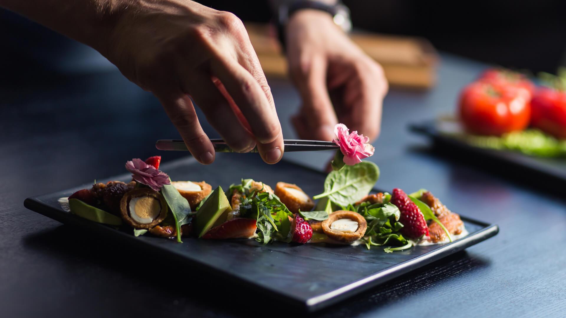Bir Restorandan Daha Fazlası: Ultraviolet