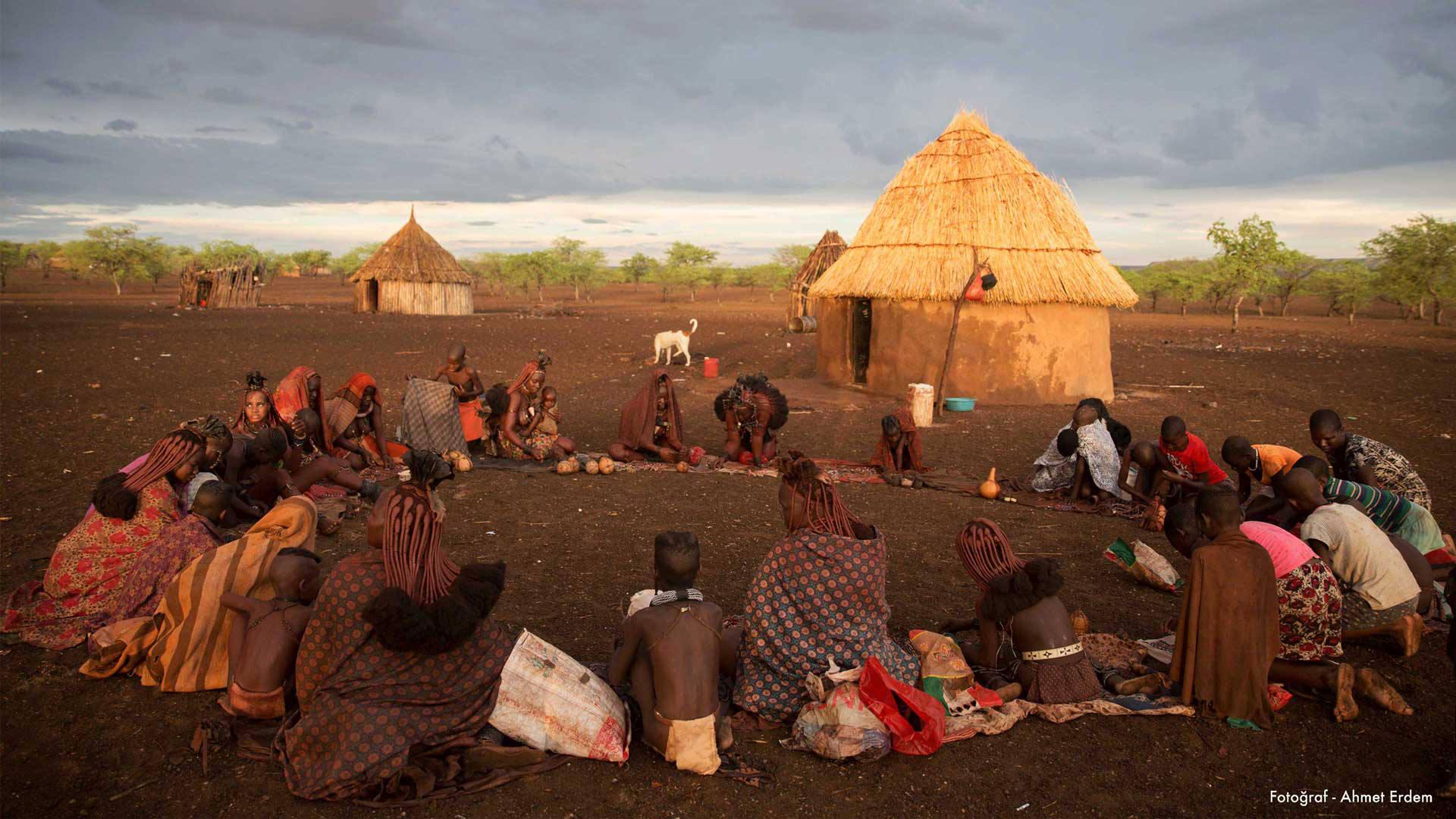 """Dünyanın En Süslü Kabilesi """"Himba""""ların Hikâyesi"""
