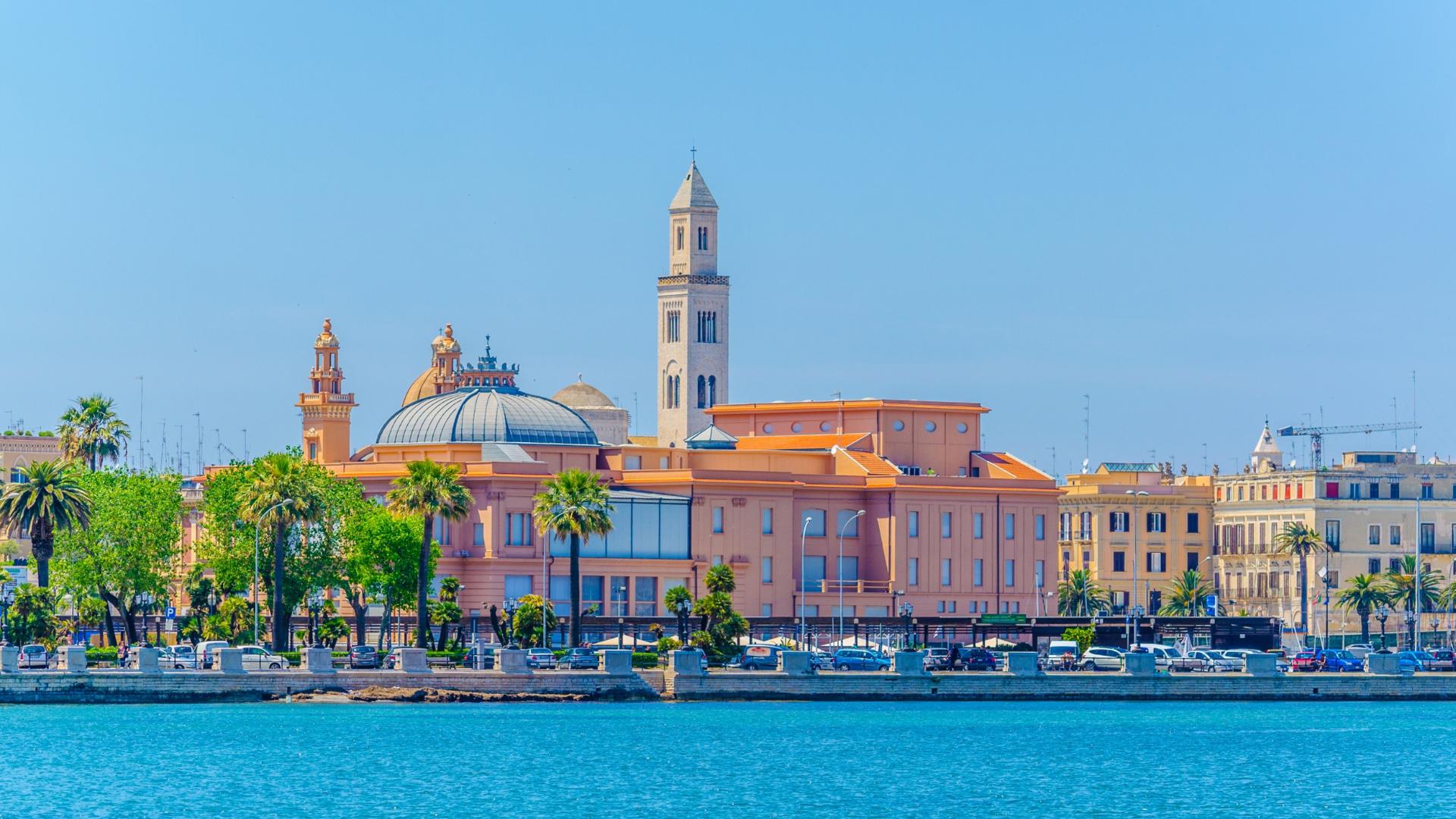 İtalyan Filmlerinden Fırlamış Bir Kent: Bari