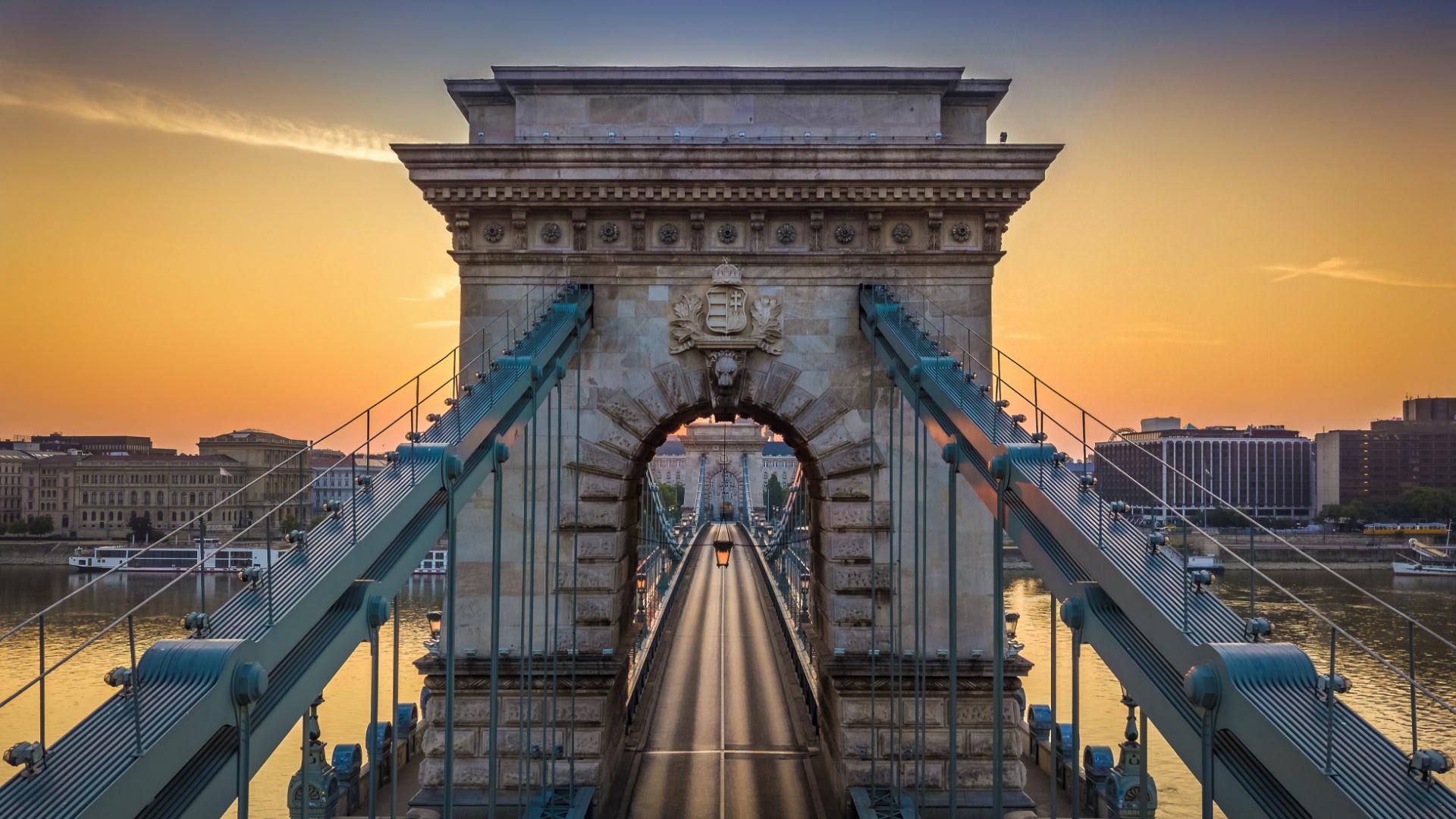Köprülerle Bağlanan Aşıklar; Buda ve Peşte