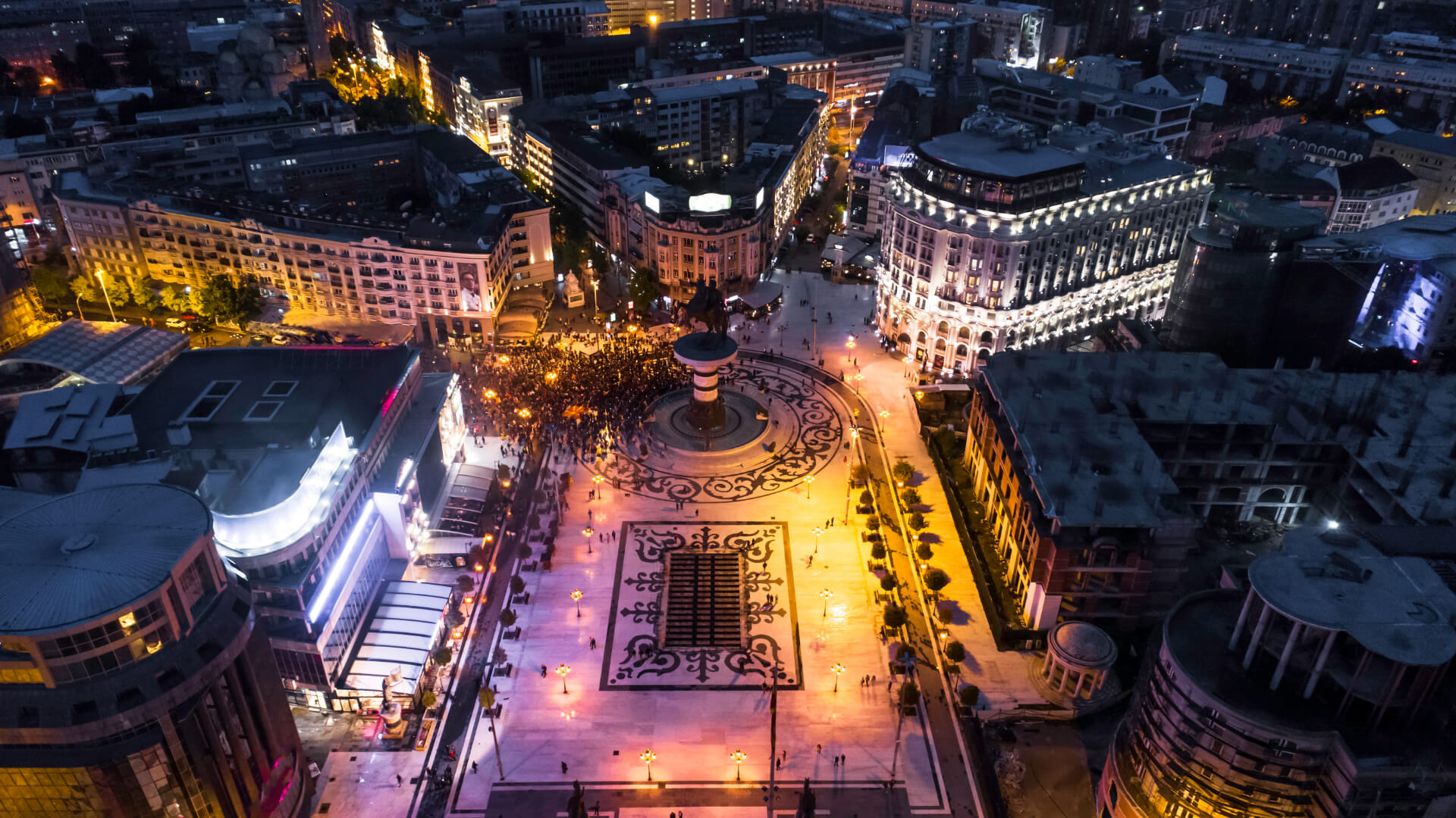 Kuzey Makedonya'da Heykeller Şehri: Üsküp