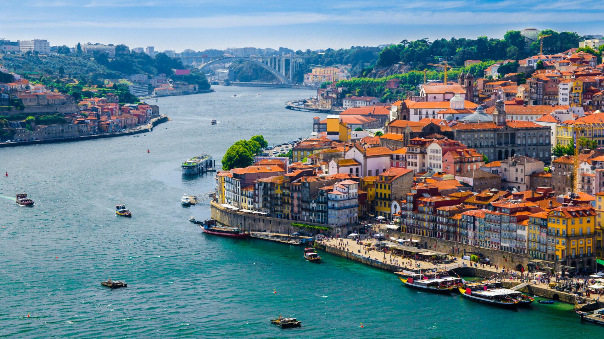 Kuzey Portekiz'in Eski, Asil ve Yenilmez Şehri Porto