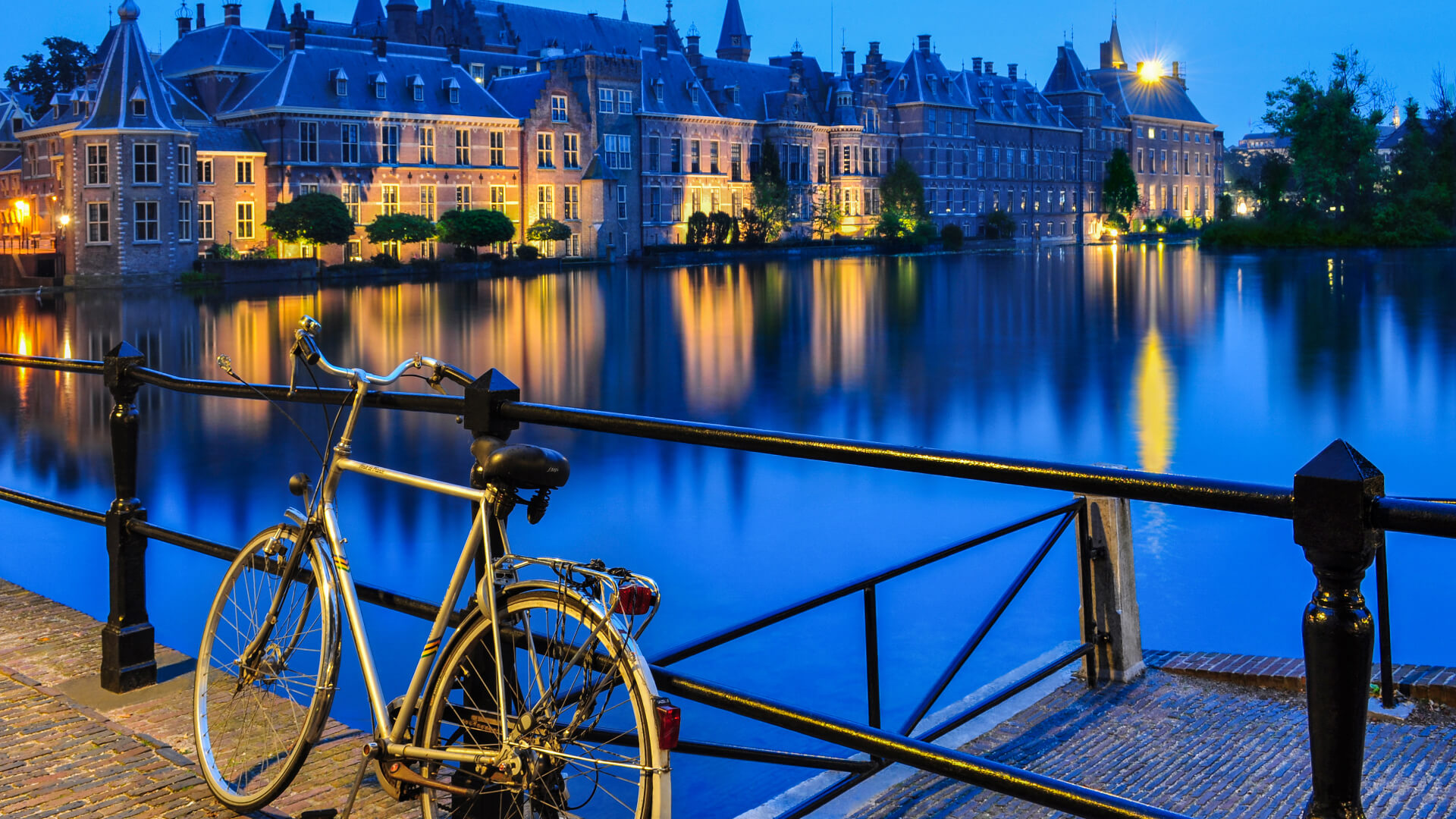 Sakin, Sessiz, Soğuk, Bilinmeyen Bir Şehir; Den Haag
