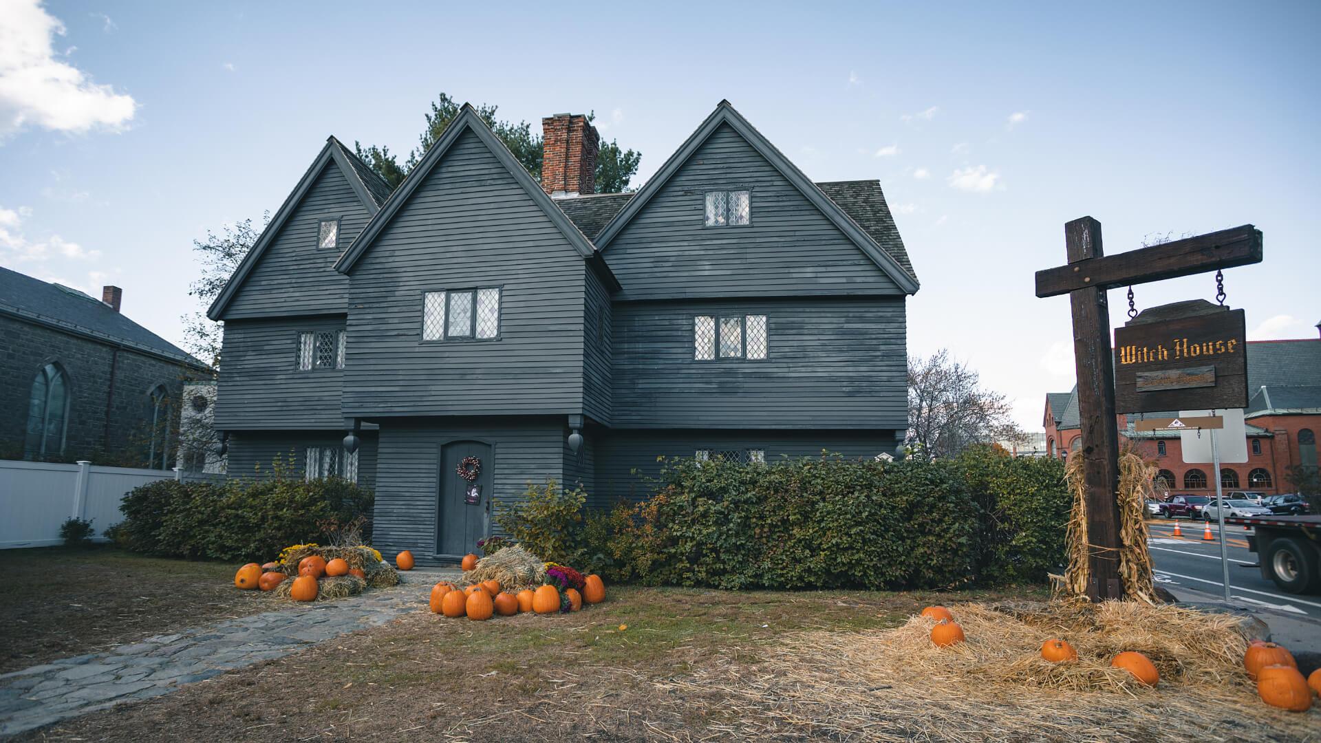 The Little Women ve Salem Witch